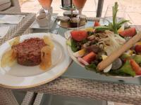 Steak tartare recipe, quintessential French dish d\'amour sip with Rose Wine